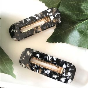 Set of black hair clips